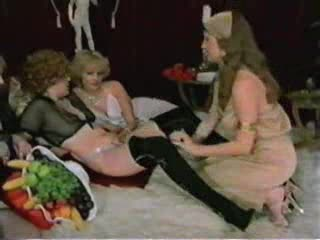 Classic porn with chicks trying a dildo machine