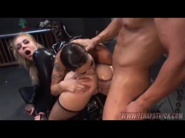 Kinky anal for sexy leather subby