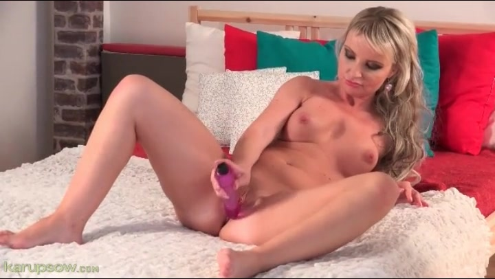 Hot mom is all alone and fucking her favorite dildo