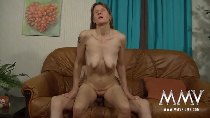 Cute mature chick banged by his young dick