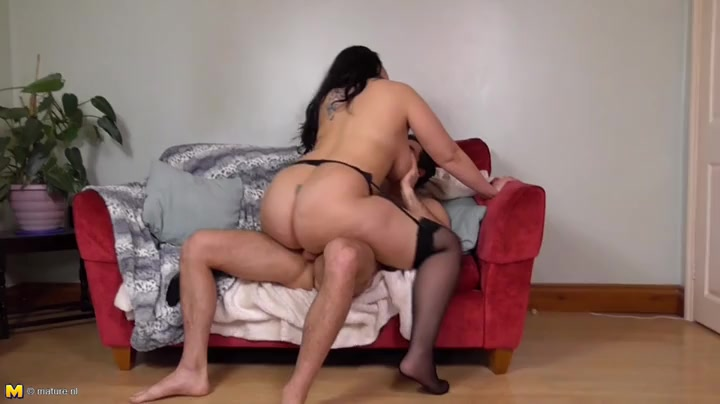 Curvy momma with a wonderful fat ass rides his dick
