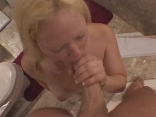 Watch the dude cum on her mouth