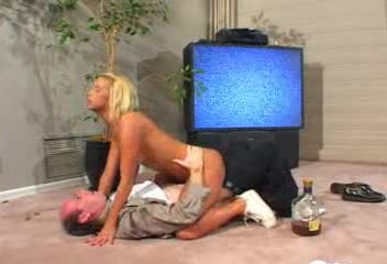 She wakes up drunken stepdad with a blowjob